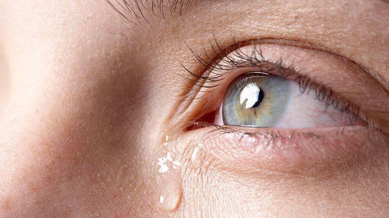 При моргании болит низ глаза