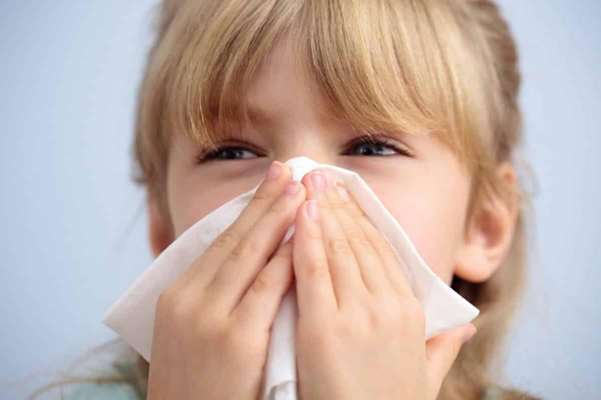 Слезятся глаза при простуде