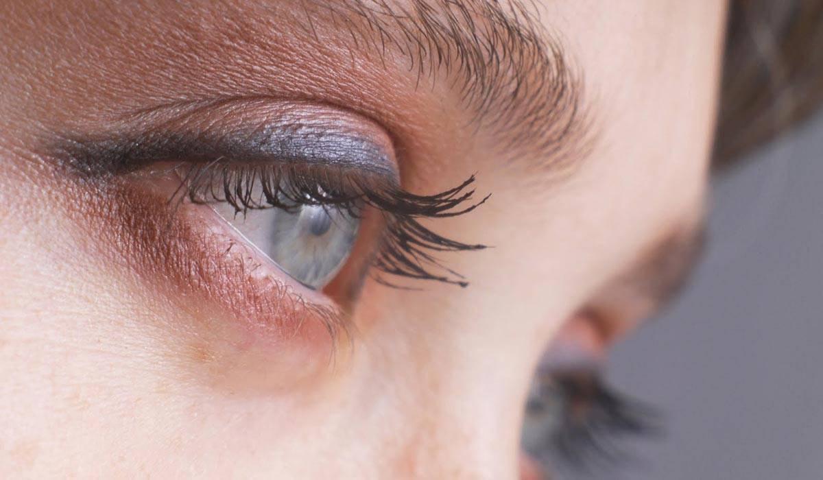 От чего может появиться пятно в глазу, как от него избавиться