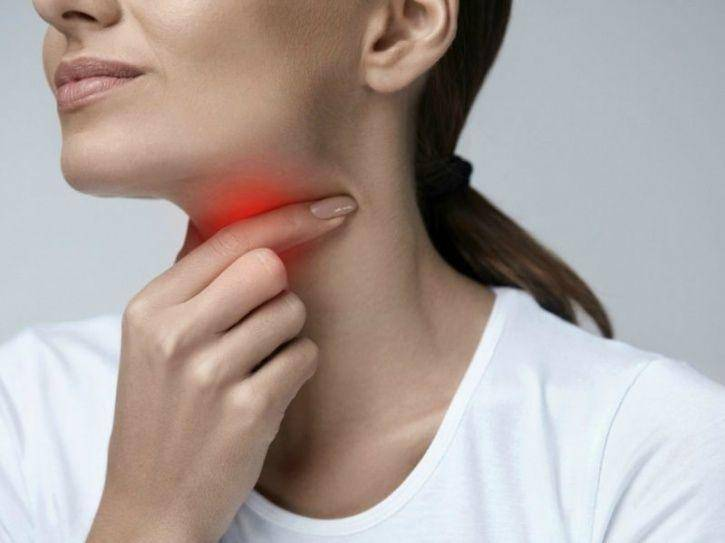 Болит горло при глотании с одной стороны: как и чем лечить?