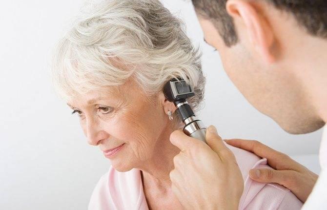При жевании болит уха