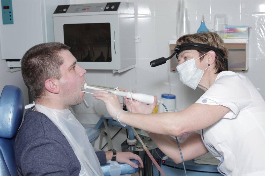 Промывание миндалин (лакун): методы, показания