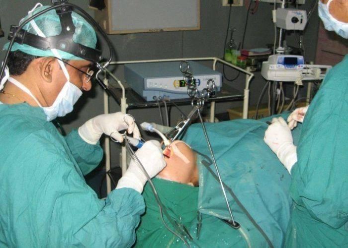 Прижигание миндалин лазером – показания к лазерной лакунотомии, этапы операции и результат