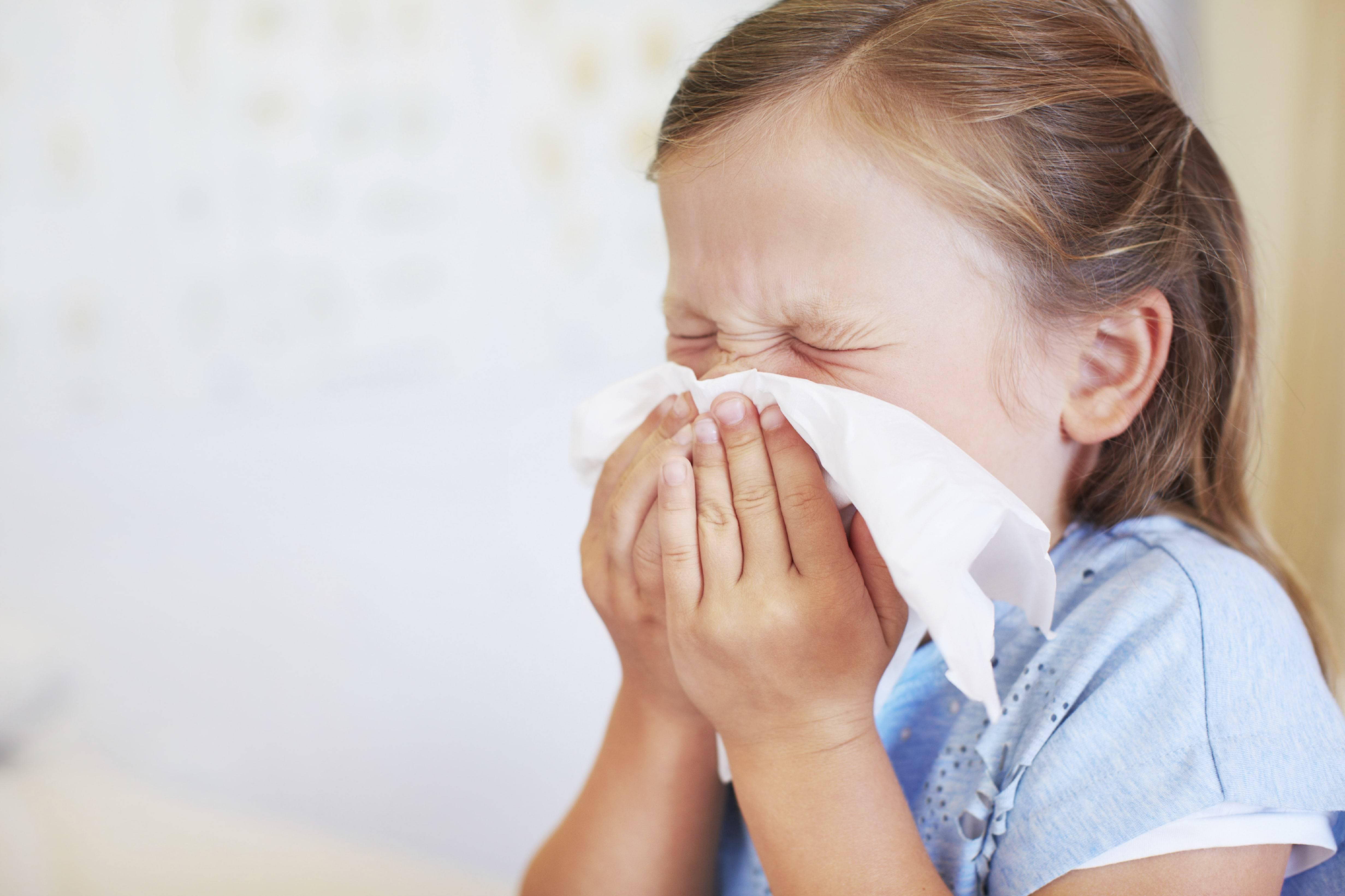 Лечение чихания и насморка без температуры у взрослых и детей
