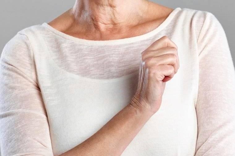 При менопаузе стала болеть в груди