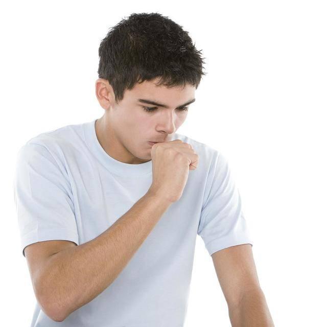 Как остановить приступ кашля у взрослых ночью, без лекарств: проверенные способы